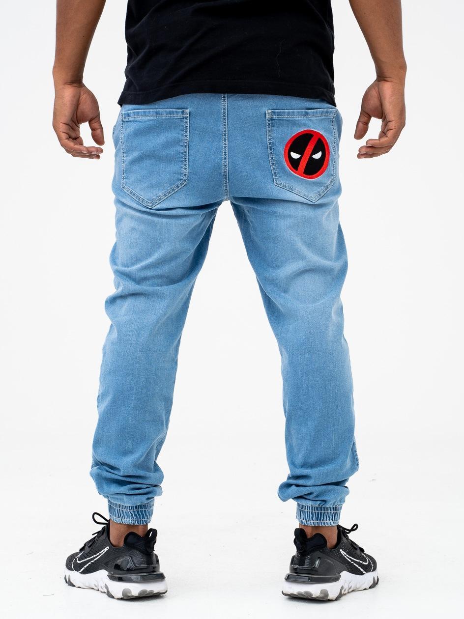 Spodnie Jeansowe Jogger Ze Ściągaczem Marvel Comics Deadpool Character Jasne Niebieskie