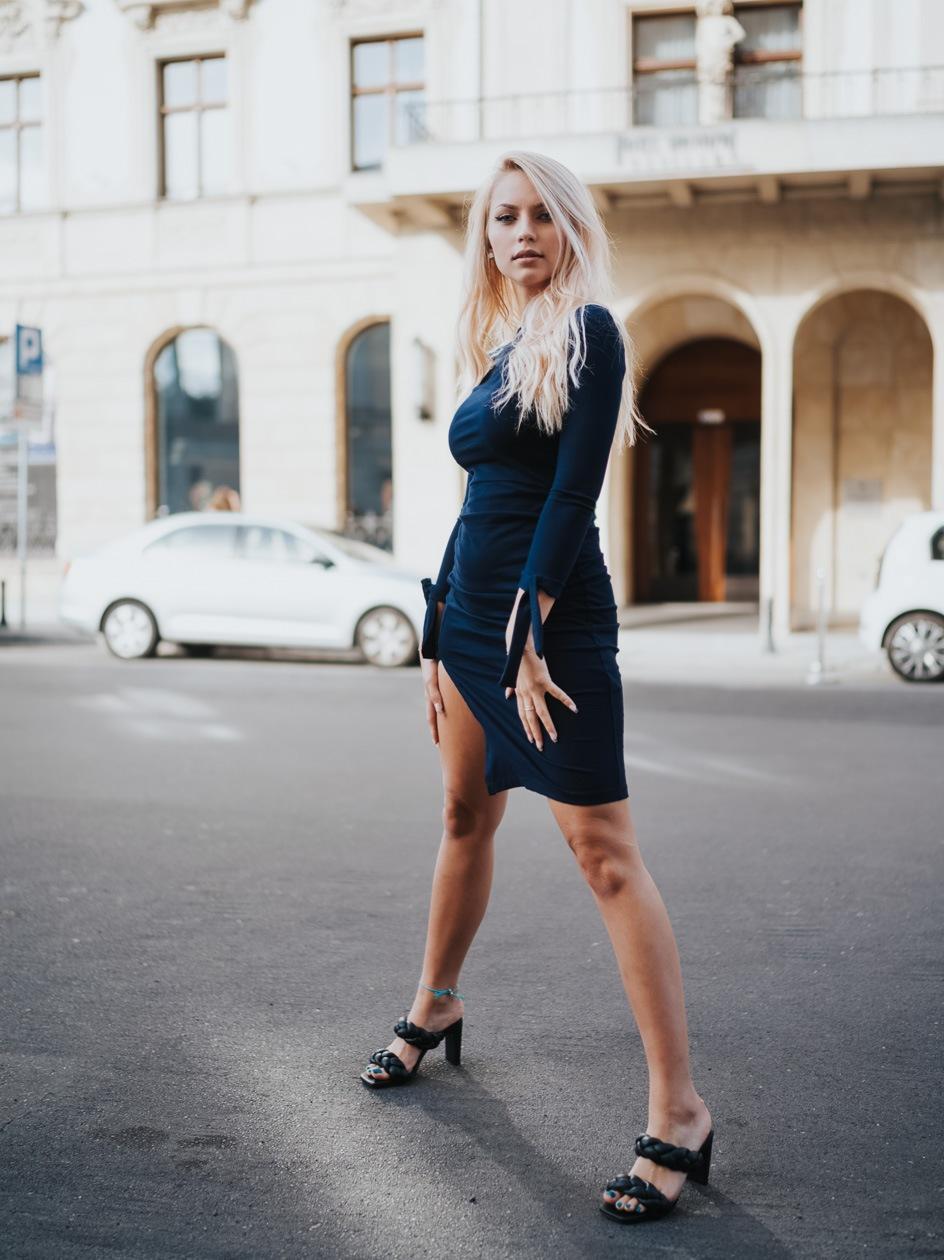 Sukienka Maxi Z Długim Rękawem Point X Bond Granatowa