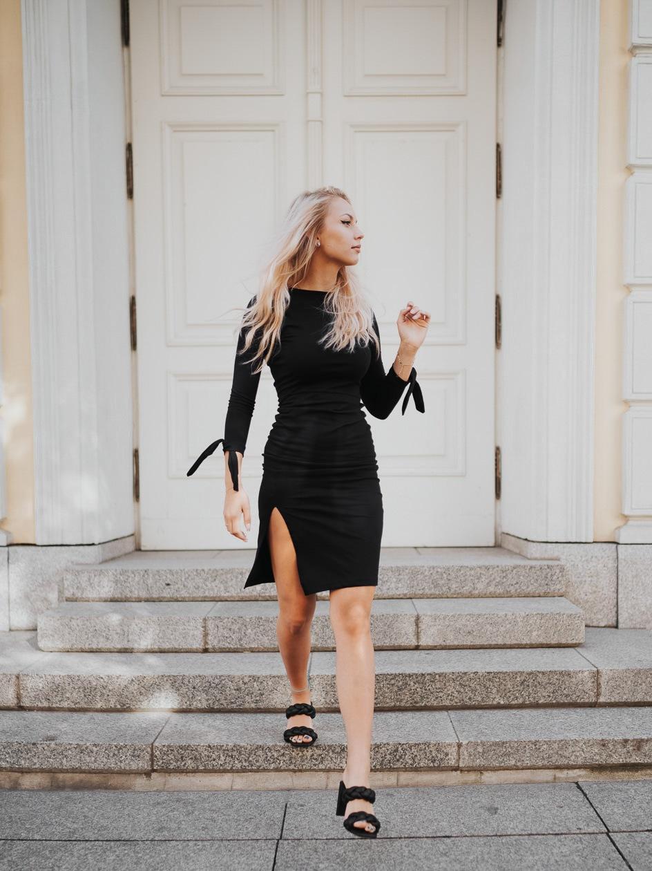 Sukienka Maxi Z Długim Rękawem Point X Bond Czarna