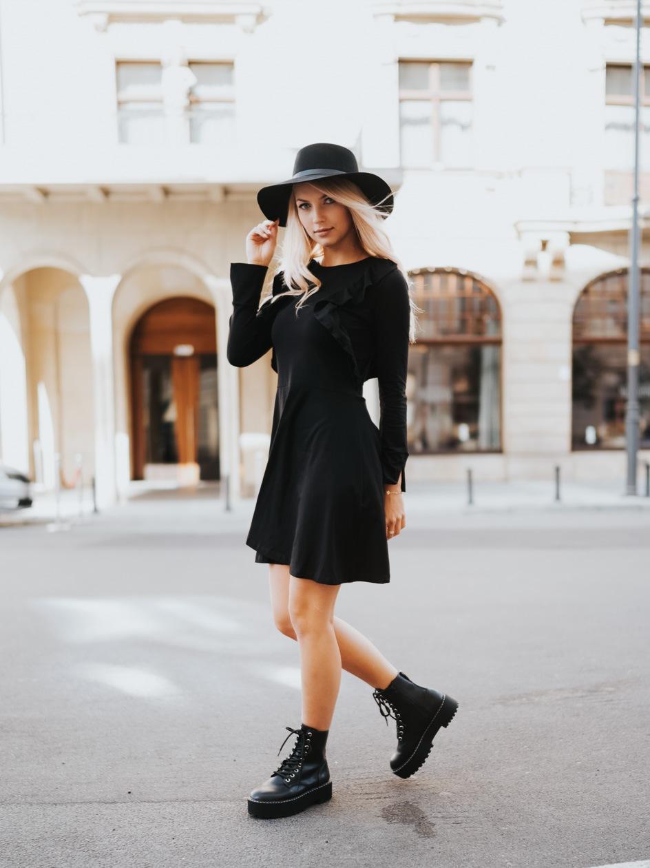 Sukienka Z Długim Rękawem Point X Frill Czarna