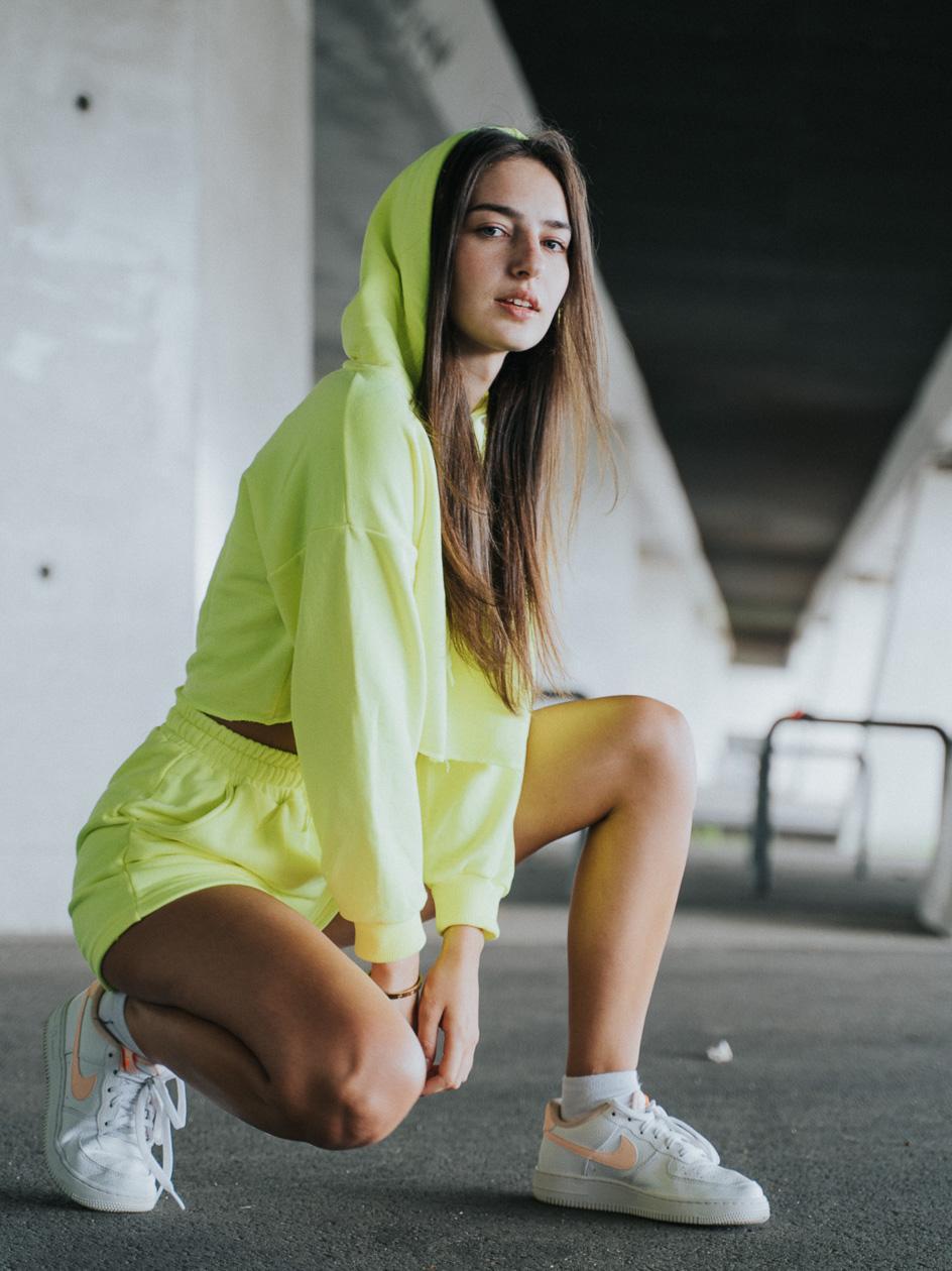 Damski Zestaw Krótka Bluza Z Kapturem I Krótkie Spodenki Dresowe Point X Crop Neonowy Żółty