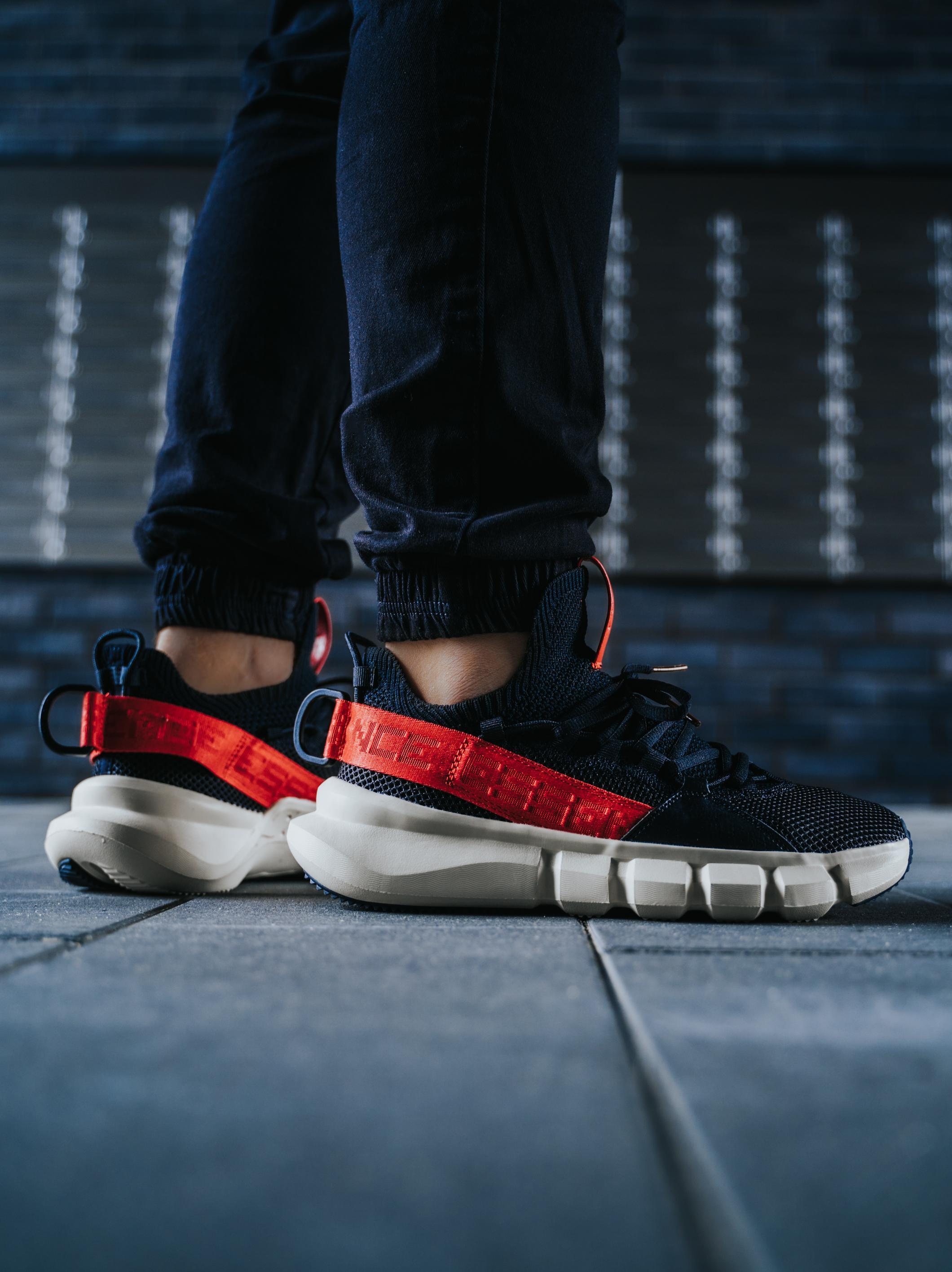Buty Sportowe Li-Ning Essence Lace Up Czarne / Kremowe / Czerwone