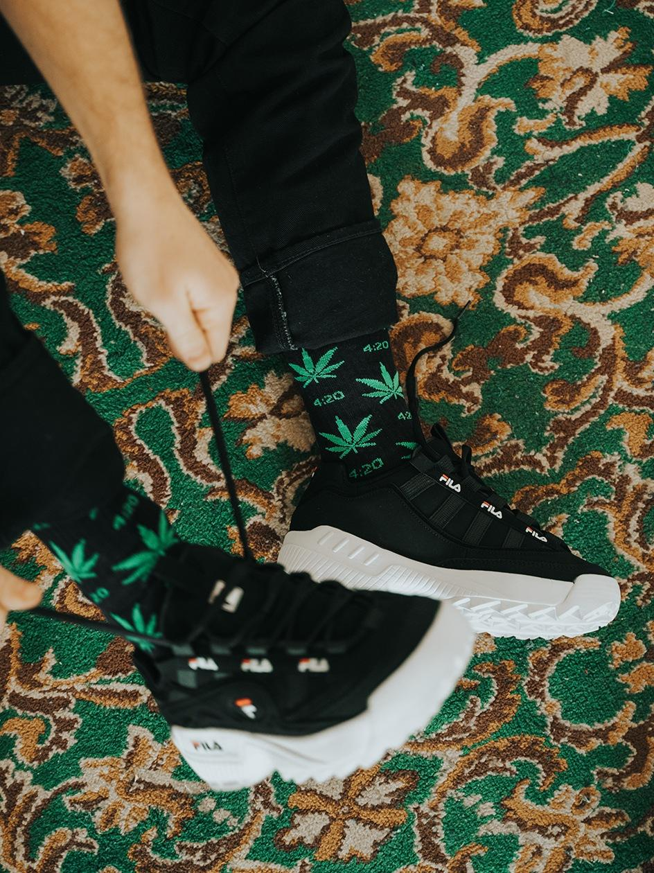 Długie Skarpetki Kush 4:20 Leaves Pattern Czarne / Zielone